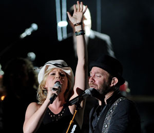 Extra Scoop: Sugarland to Hold Private Memorial