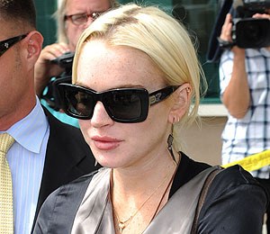 Extra Scoop: Lindsay Lohan Suing Mad over Pitbull Lyric