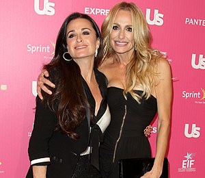 Extra Scoop: Taylor Armstrong and Daughter Living with Kyle Richards