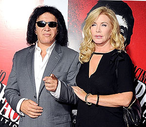 Extra Scoop: Gene Simmons and Shannon Tweed Share Wedding Photo