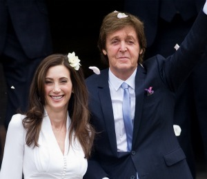 Paul McCartney Marries in London!
