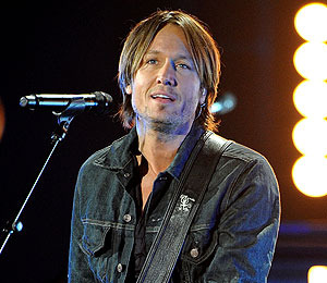 Extra Scoop: Keith Urban to Undergo Throat Surgery