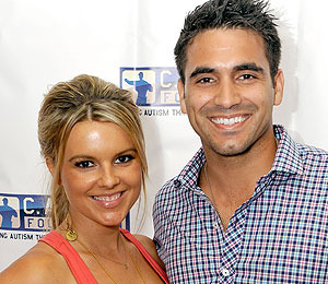 'Bachelorette' Ali Splits with Roberto