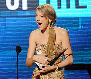 Extra Scoop: Five Biggest Jaw-Droppers from the 2011 American Music Awards