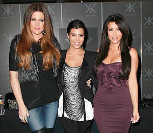 Extra Scoop: 'Kim and Kourtney Take NY' Recap: Khloé to the Rescue?