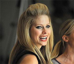 Avril Lavigne Splits, No Spousal Support Needed
