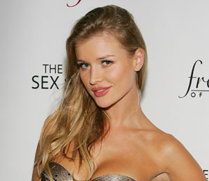 Daily Scoop: Naked Joanna Krupa Covers Up With a Cross