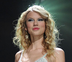 Taylor Swift to Perform, Present at Grammy Awards