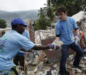 Pic! Kris Allen Helps Out in Haiti