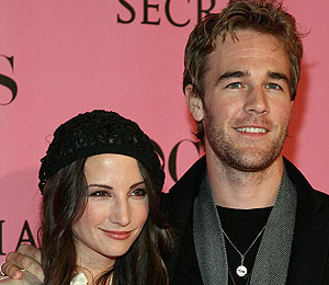 James Van Der Beek Up Creek in Divorce Settlement