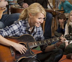 Gwyneth Coached by Robert Downey Jr. for 'Country Strong'