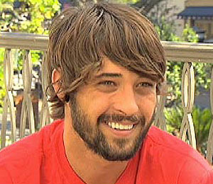 'Extra' Raw! Ryan Bingham Performs at The Grove