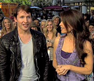 'Extra' Raw! James Blunt Performs at The Grove