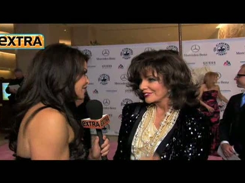 Joan Collins Explains Aniston Diss to 'Extra'