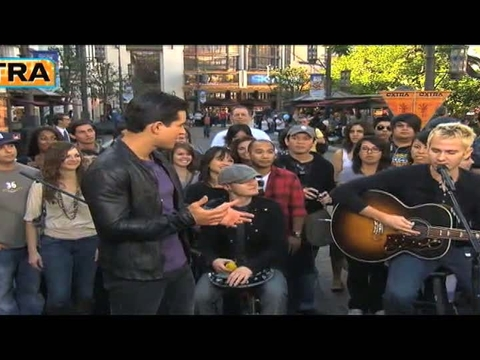 'Extra' Raw: Lifehouse Performs at The Grove