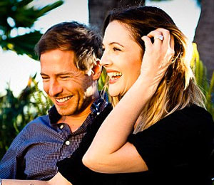 Extra Scoop: Drew Barrymore Shows Off Engagement Ring in New Photo
