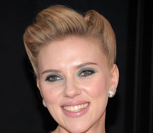 Extra Scoop: Scarlett Johansson's Mystery Man Revealed