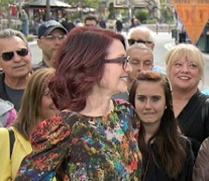 'Extra' Raw! Megan Mullally Talks 'Breaking In' Role and Firsts