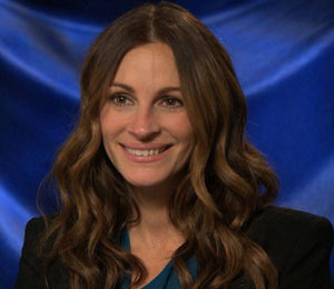 'Extra' Raw! Julia Roberts Dishes on Being the Evil Queen