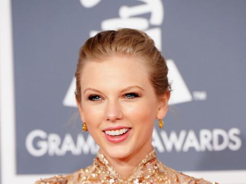 Taylor Swift to Play Joni Mitchell?