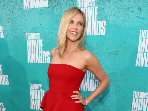 Extra Scoop: Charlize Theron Says Charity Blind Date 'Worst Idea Ever'
