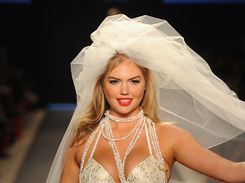 Kate Upton Blasts Blogger: 'I'm Not Going to Starve to Be Thin'