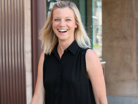 Amy Smart did some shopping in Beverly Hills and stopped at The Farm for lunch.