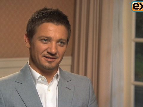 'Extra' Raw! Jeremy Renner and Rachel Weisz Talk 'Bourne' Stunts