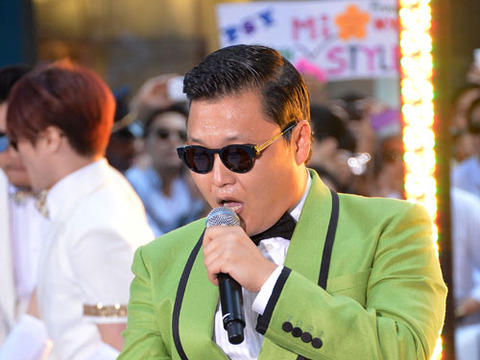Join 'Extra' and Psy at The Grove for a 'Gangnam Style' Flash Mob!