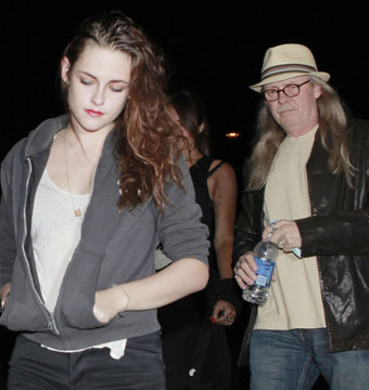 Kristen Stewart and father John attended the Florence and the Machine concert…