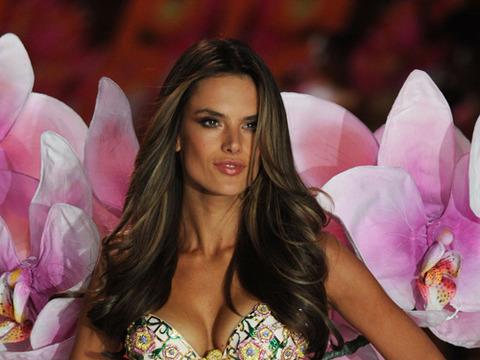 Victoria's Secret Show: Rihanna Goes Topless Backstage, Angels Shine