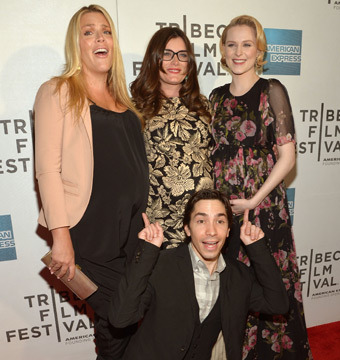 Busy Phillips, Kat Coiro and Evan Rachel Wood share a giggle with Justin Long…