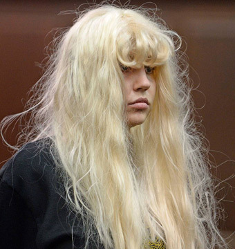 More Post-Arrest Tweets from Amanda Bynes: 'I'm Suing NYPD'