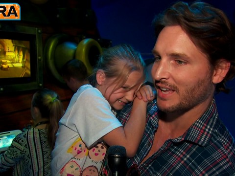 Peter Facinelli with Daughters at E3