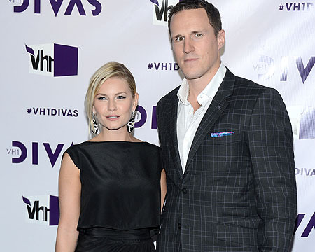 Elisha Cuthbert Marries Hockey Star Dion Phaneuf