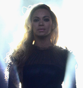 Video! Beyoncé Holds Moment of Silence for Trayvon Martin