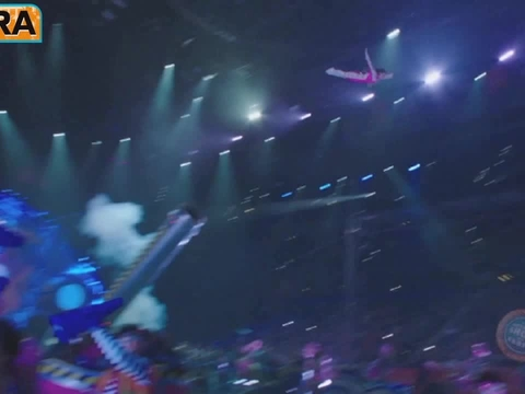Mario Lopez Takes His Family to the Circus
