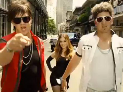 Mannings Rapping: Peyton and Eli Get Silly for 'SNL' Style Football Ad