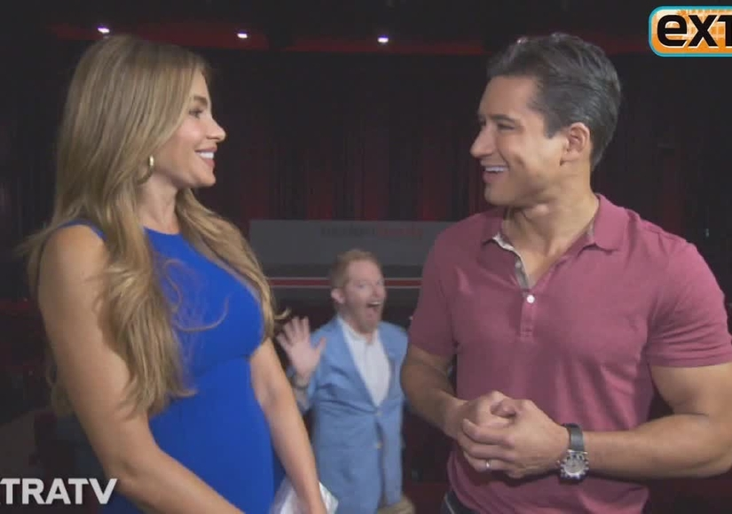 'Extra' Raw: Mario Lopez Hangs with the Cast of 'Modern Family'