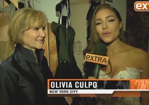 'Extra' at NY Fashion Week: Samsung Galaxy and More!