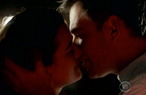 NCIS Sneak Peek: Ziva and Tony Kiss! | ExtraTV.com