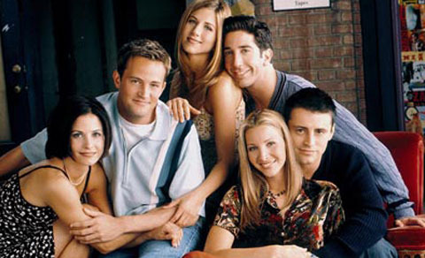 Extra Scoop: 'Friends' Star Confesses to Having Had Nose Job at 16