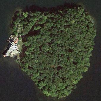 angelina-brad-island