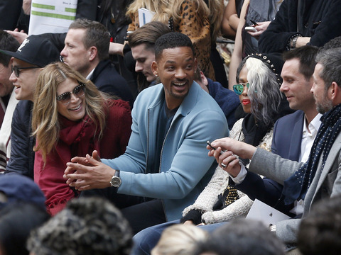 Video! Will Smith Mobbed by Fans in Paris