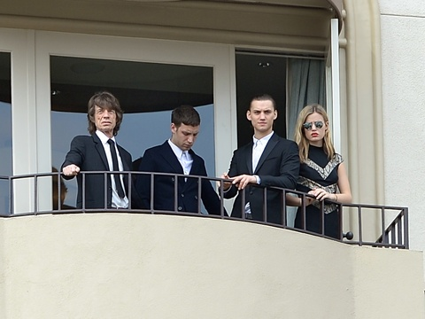 Mick JAgger and kids on hotel balcony march25 2014 2514x2 jagger NPG 1