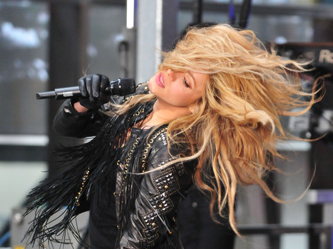 """The Voice"" coach Shakira performed on the ""Today"" show."