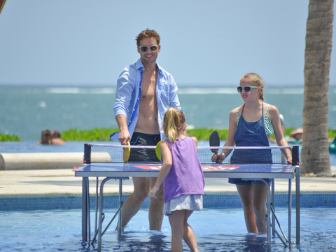 Pics! Peter Facinelli Enjoys a Mexican Holiday with Daughters