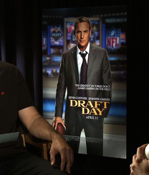 Matt Leinart Quizzes Cast of 'Draft Day' on Football Jargon