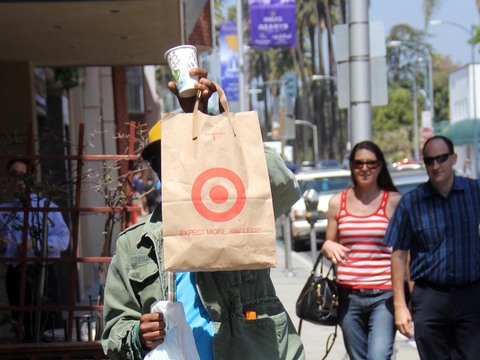 André Benjamin of Outkast used a shopping bag to hide from photographers in…