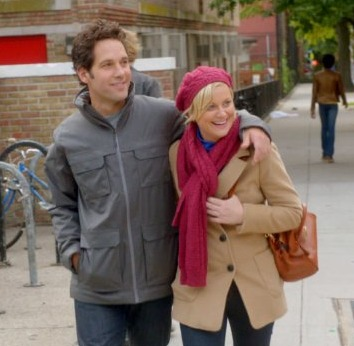 Extra Scoop: Paul Rudd and Amy Poehler Spoof Romance
